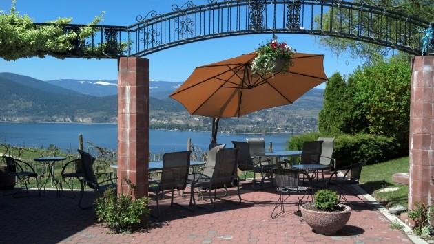 lang-vineyards-patio